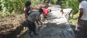 Bantuan penyemenan jalan desa